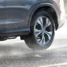 Na hloubce dezénu záleží! Proč pneumatiky s dezénem pod 3 mm už raději vyměnit?